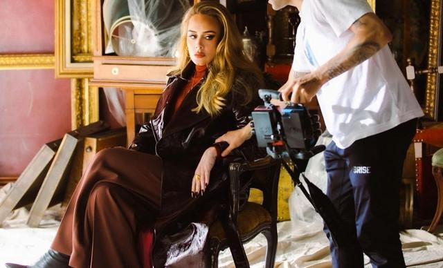 Το νέο look της Adele στο videoclip του «Easy On Me» είναι απλώς συγκλονιστικό!